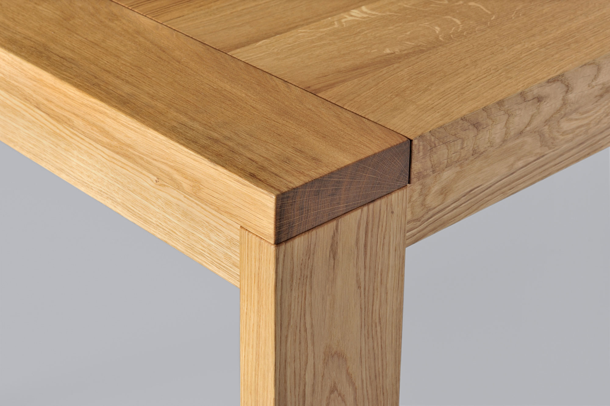 Extendable Table LUNGO 3231a custom made in solid wood by vitamin design