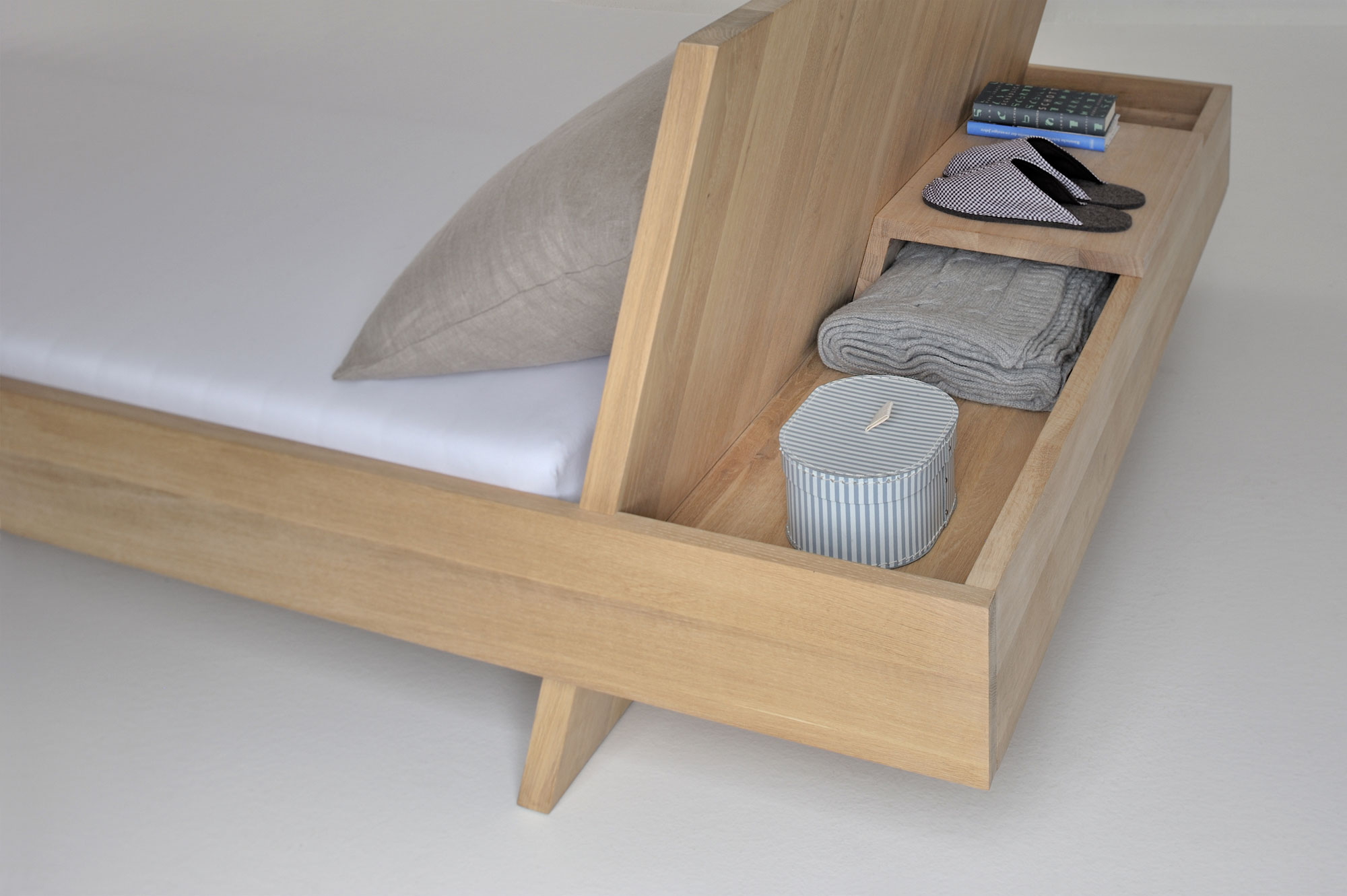 Design Solid Wood Bed SOMNIA 3057 custom made in solid wood by vitamin design