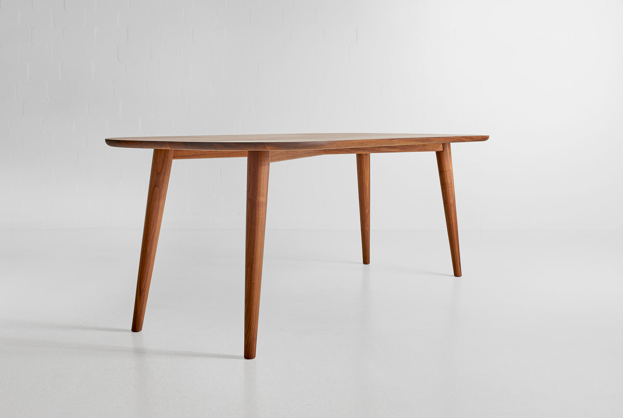 Oval Dining Table AMBIO A custom made in solid wood by vitamin design
