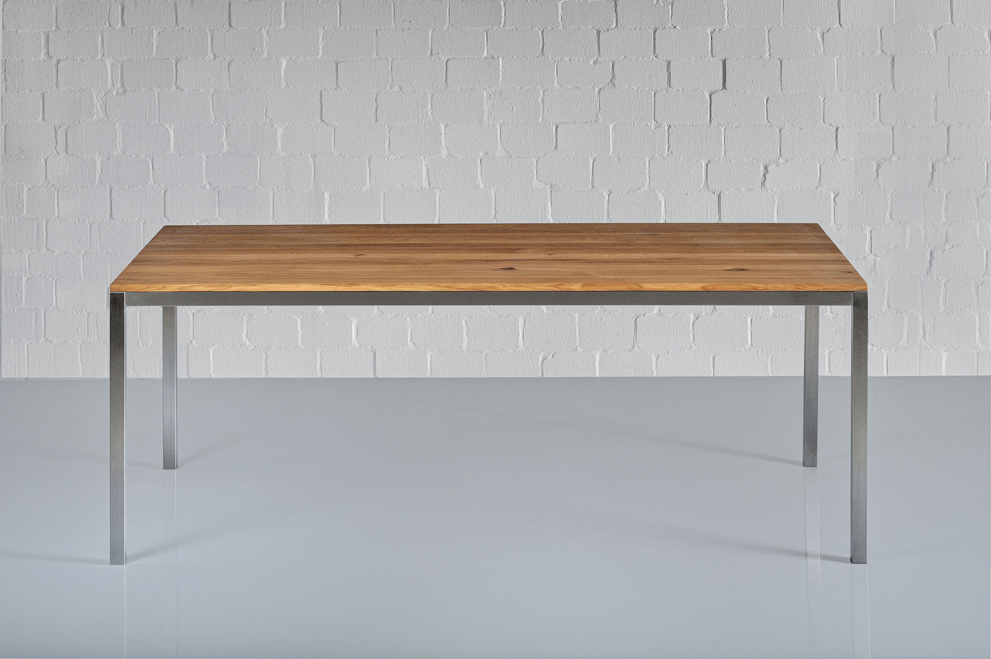 Aluminium Wood Table NOJUS 1551c custom made in solid wood by vitamin design