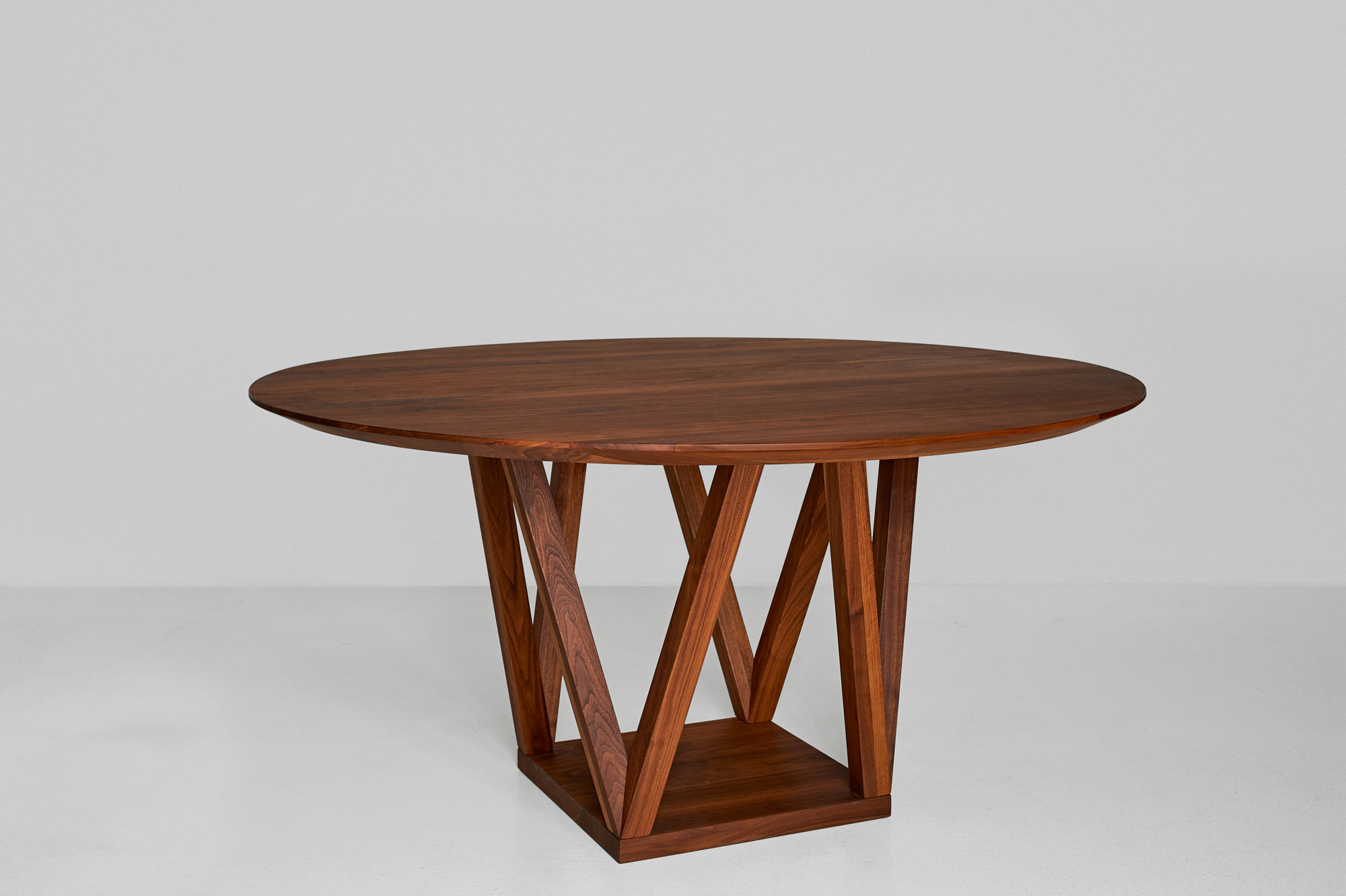Round Designer Table CREO 0993 custom made in solid wood by vitamin design